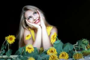beautiful-girl-and sunflower